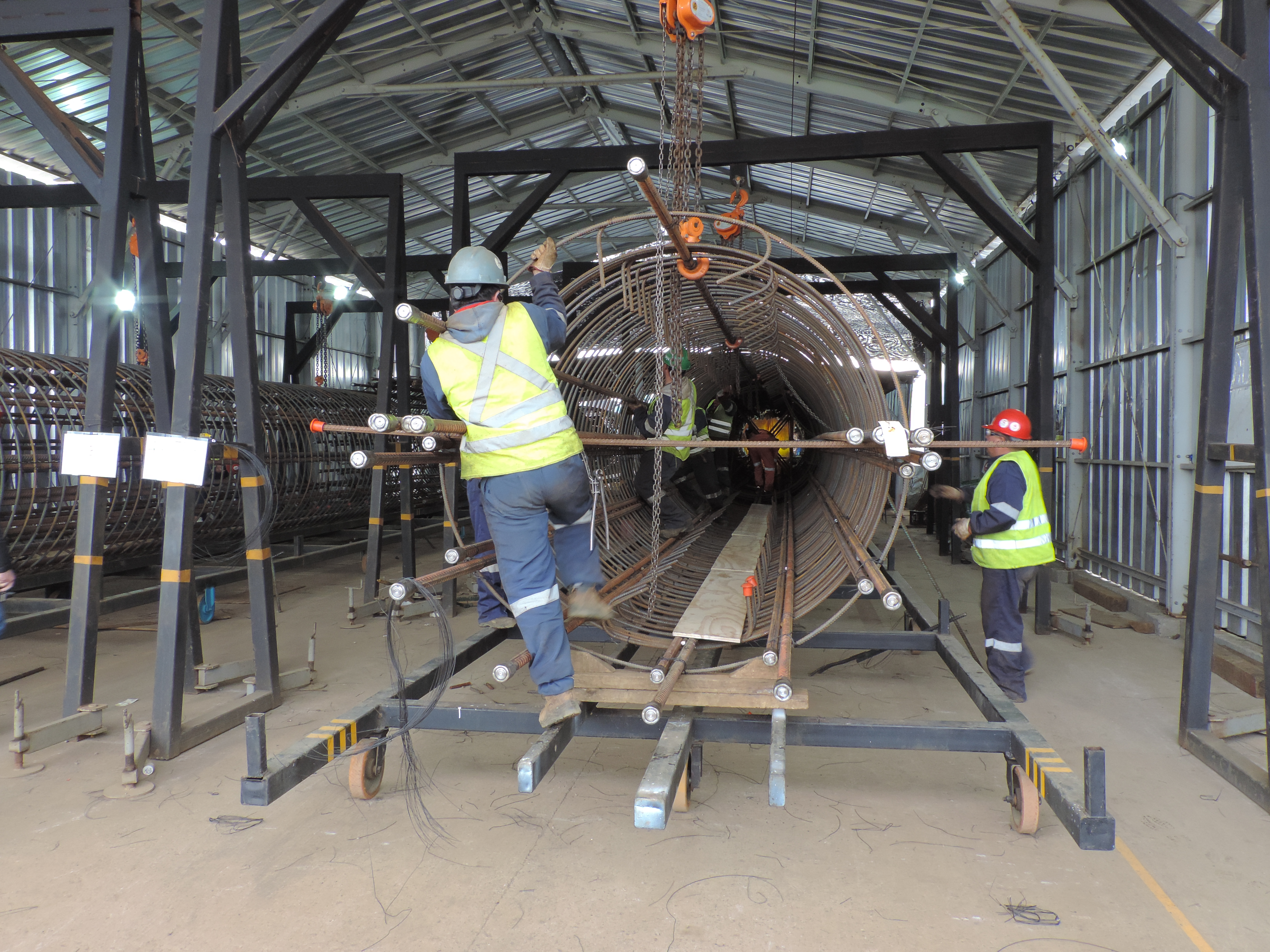 Trevi Chile Spa: assembly of the reinforcement cages and welding of steel casings | Trevi 3