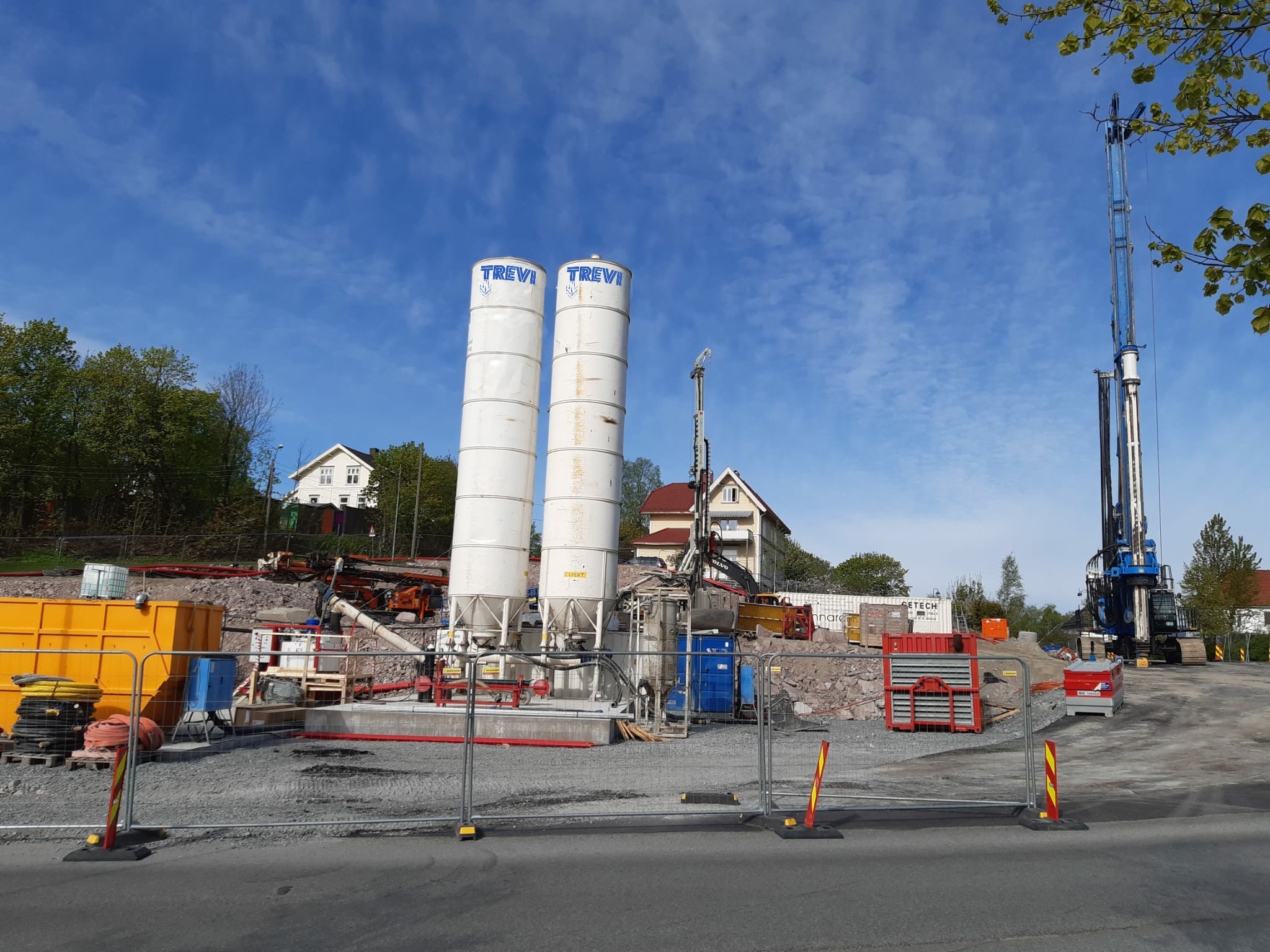 Retention and soil improvement of the Drammen cut & cover and tunnel Trevi spa